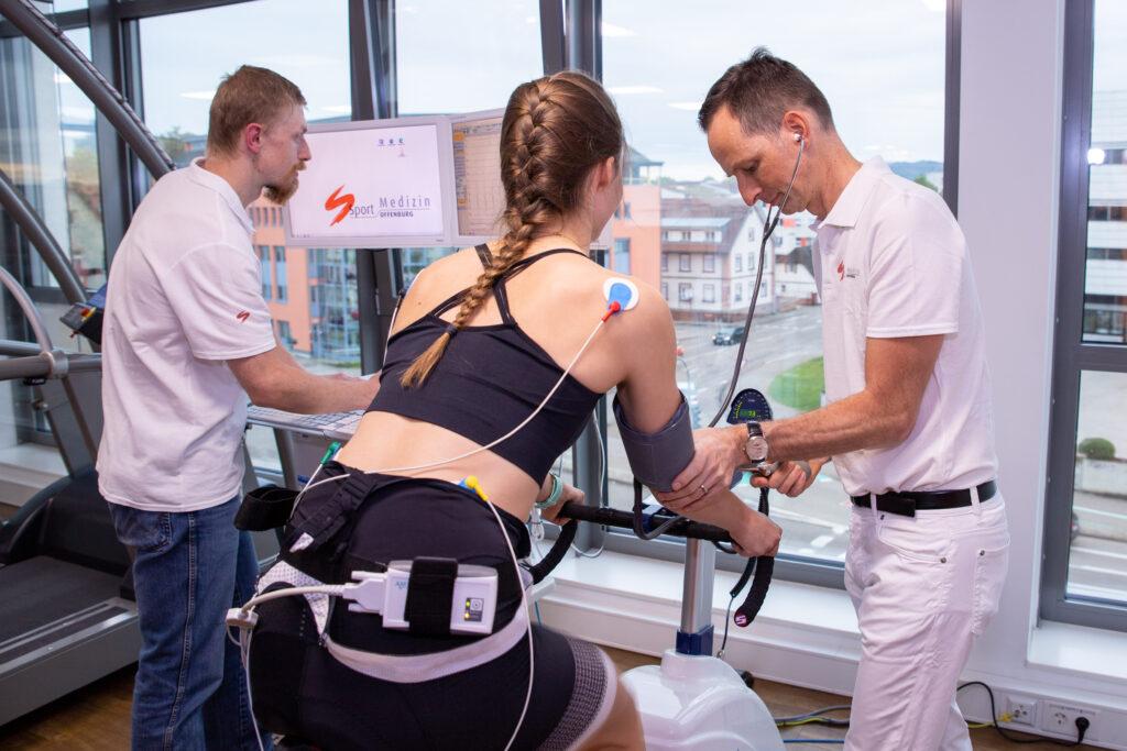 Sportmedizinische Untersuchung auf dem Fahrrad in der Sportmedizin Offenburg