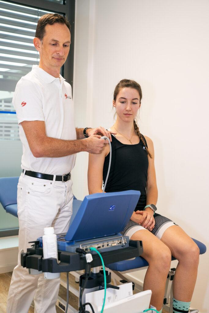 Untersuchung des Schultergelenks mit Ultraschall