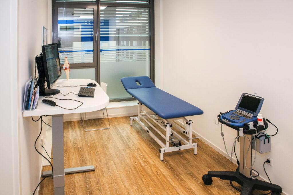 Untersuchungs- und Besprechungsraum in der Sportorthopädie Offenburg